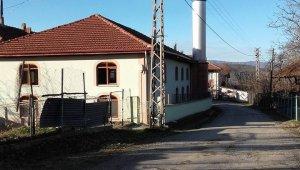 Camiye düşen yıldırım elektrik tesisatına zarar verdi