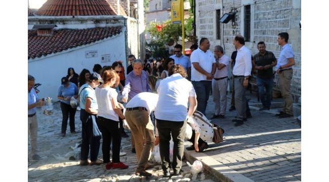 Bayram öncesi çocuklar ve vatandaşlar Osmanlı kentinde çevreyi temizledi