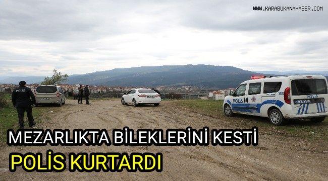 Mezarlıkta bileklerini kesti, polis kurtardı
