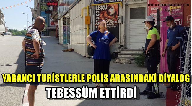Yabancı turistler ile polis arasındaki diyalog tebessüm ettirdi