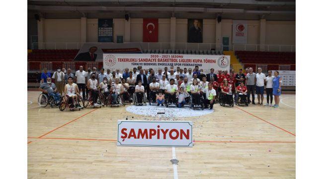 Demir Kartal GSK Tekerlekli Sandalye Basketbol Takımı namağlup şampiyon